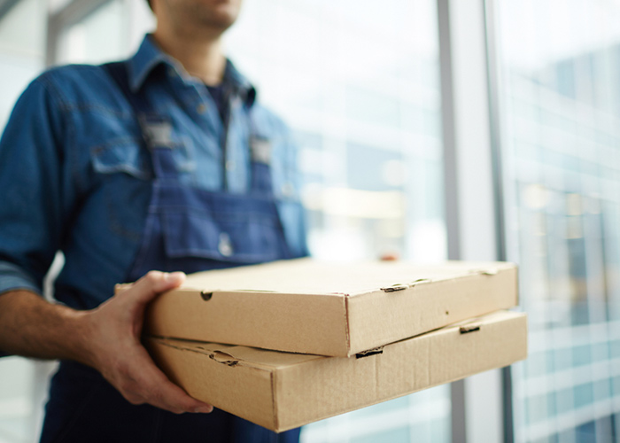https://www.shutterstock.com/fr/image-photo/two-boxes-fast-food-being-carried-1038208885